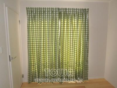 チェック柄のカーテン