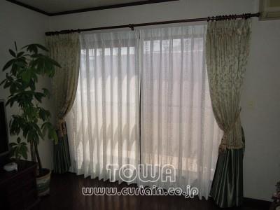 トリム付きカーテン