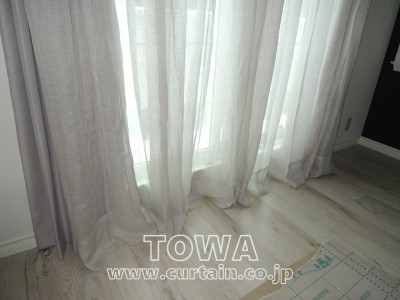 床に付くカーテン