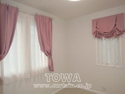 ピンクのデザインカーテン