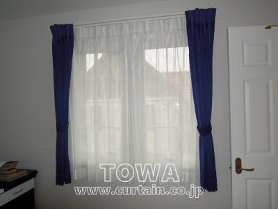 濃紺のカーテン