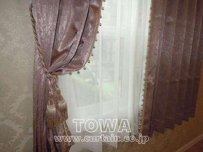 ボールフリンジ付きカーテン