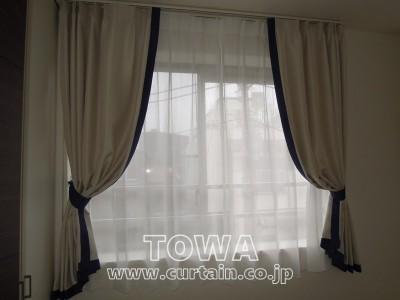 遮光生地のカーテン