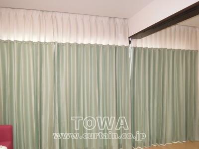 ブルーグリーンのカーテン