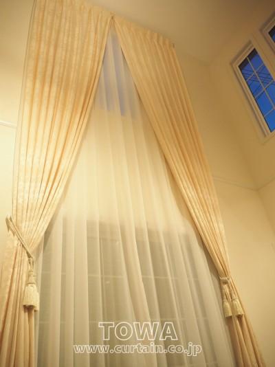 吹き抜けのカーテン