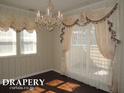 エリザベスのカーテン