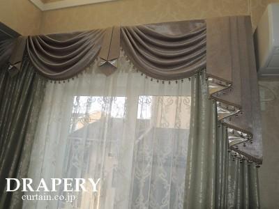 グレーのカーテン