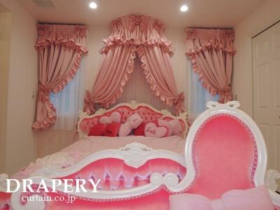 ピンクの寝室カーテン