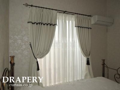 白と黒のカーテン