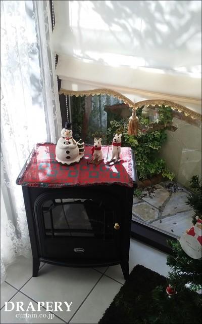 暖炉とカーテン