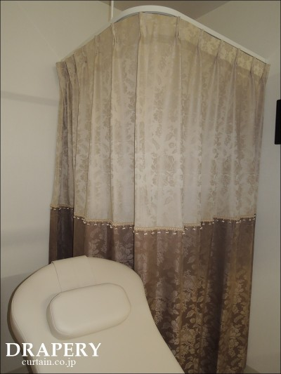 更衣室のカーテン