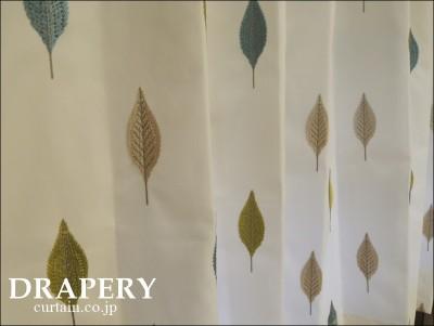 葉っぱの柄のカーテン