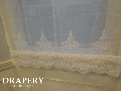 3連窓のカーテン