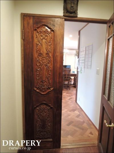 彫刻のドア