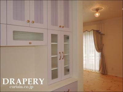パープルの食器棚