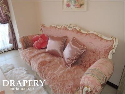 ピンクのソファー